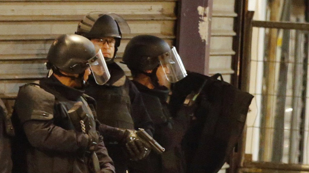2 Dead, 7 Arrested in Raid Targeted at Paris Terror Suspects