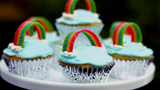 How to Decorate Rainbow Cupcakes