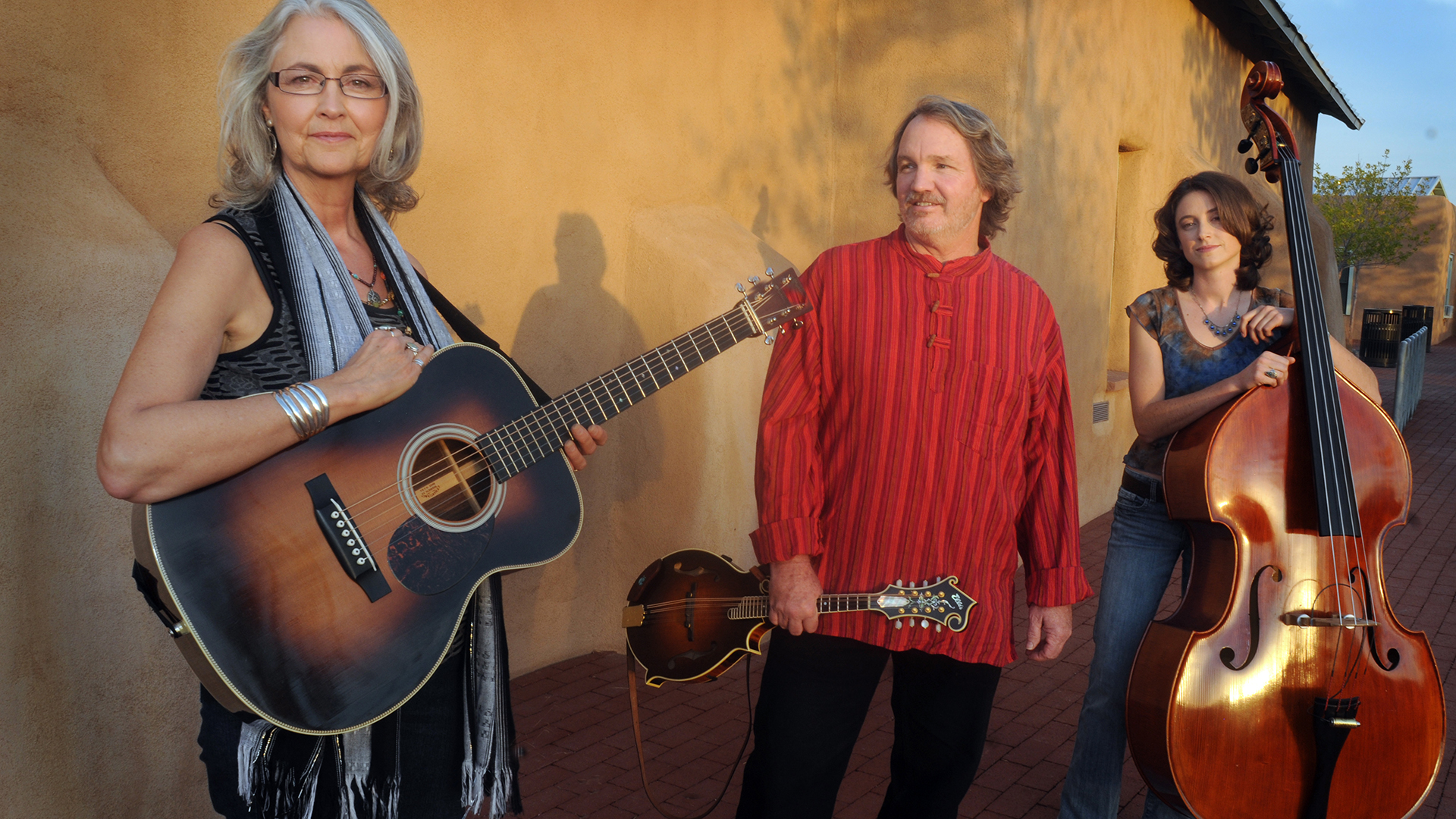 Southwestern folk band Hard Road Trio on tap for Yellow City Sounds Live