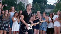 Hunter Hayes performs his hit single