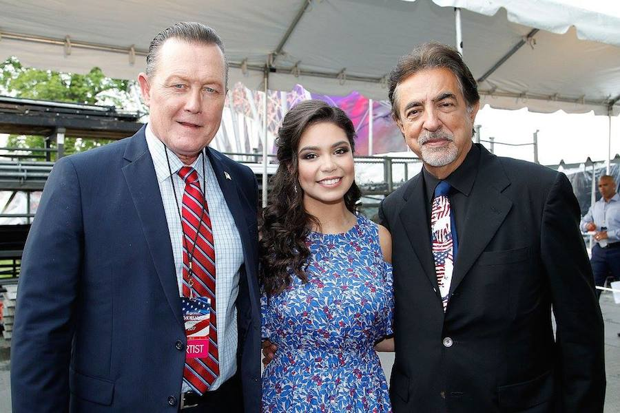 "Actor Robert Patrick from the hit series ""Scorpion""; Auli'i Cravalho of the hit Disney film ""Moana"" and host Joe Mantegna backstage at PBS' 2017 <em>National Memorial Day Concert</em> - Rehearsals at U.S. Capitol, West Lawn on May 27, 2017 in Washington, DC. (Photo by Paul Morigi/Getty Images for Capital Concerts)"