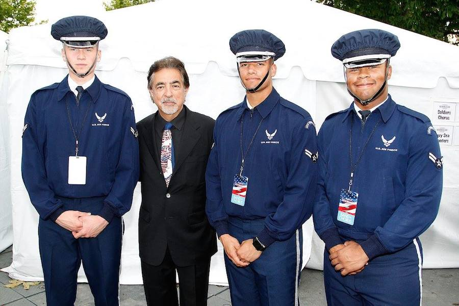 Host Joe Mantegna poses for a photo with Air Force servicemen backstage at PBS' 2017 <em>National Memorial Day Concert</em> - Rehearsals at U.S. Capitol, West Lawn on May 27, 2017 in Washington, DC. (Photo by Paul Morigi/Getty Images for Capital Concerts)