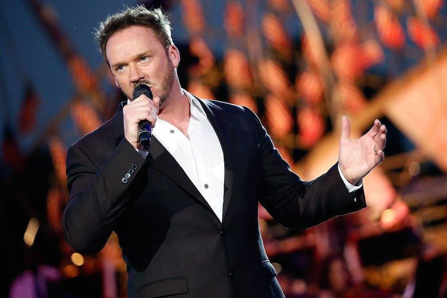 Cross-over artist Russell Watson performs at PBS' 2017 <em>National Memorial Day Concert</em> at U.S. Capitol, West Lawn on May 28, 2017 in Washington, DC. (Photo by Paul Morigi/Getty Images for Capital Concerts)
