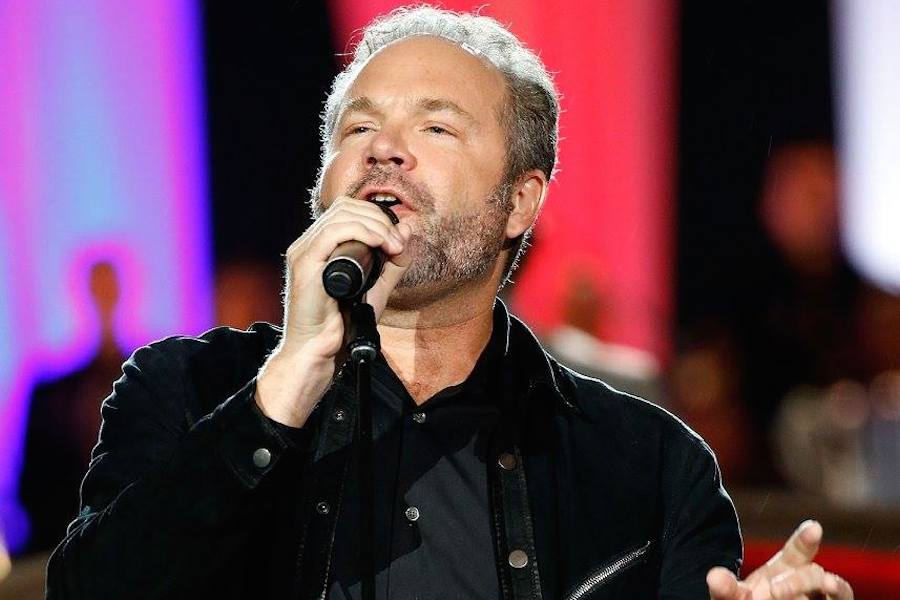Grammy nominated, multi-platinum selling artist John Ondrasik of Five for Fighting performs at PBS' 2017 <em>National Memorial Day Concert</em> at U.S. Capitol, West Lawn on May 28, 2017 in Washington, DC. (Photo by Paul Morigi/Getty Images for Capital Concerts)