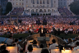 Maestro Erich Kunzel, known as the King of Pops, led the National Symphony Orchestra for 20 years on the <i>National Memorial Day Concert</i>.